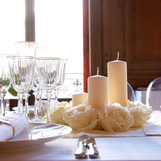 Christian Morel Fleuriste Paris - Evenement centre de table roses blanches