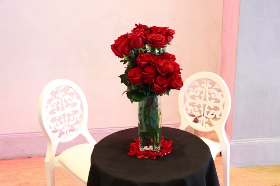 centre table haut en roses rouges